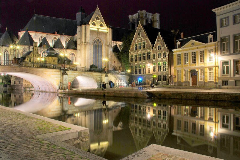 Ghent_canal,_night.jpg