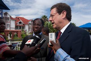 Le ministre des affaires étrangères Alexi Tambwe Mwamba et le SRSG Alain Doss, à l'occasion de la ceremonie de fin des opérations conjointes FARDC-RDF contre les FDLR. Goma, Nord Kivu, DRC