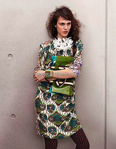 Marni H&M Green Printed Dress, White Flower Necklace  Chunky Green Bracelets Green bag in Plastic Polyester Trimmings, leggings
