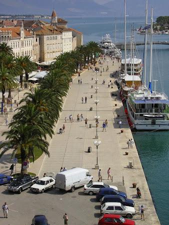 Obietive turistice Trogir: promenada de la malul Marii Adriatice