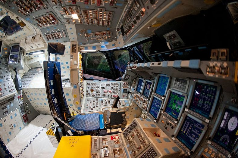 endeavour-flight-deck-12