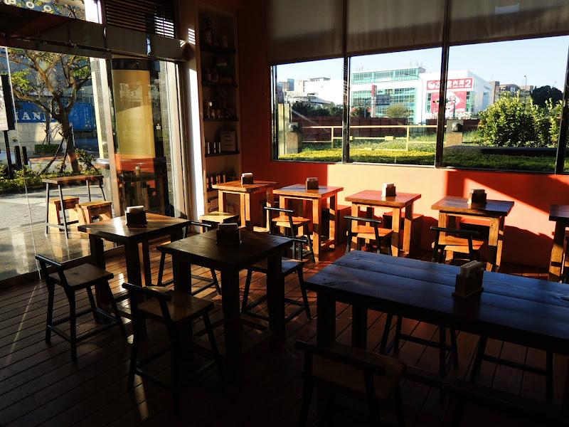 UNO COFFEE 舞弄咖啡館三角窗外.jpg