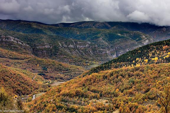 Valle del rio de Isabena. Al fondo, la sierra de Sis.La Ribagorza, Huesca