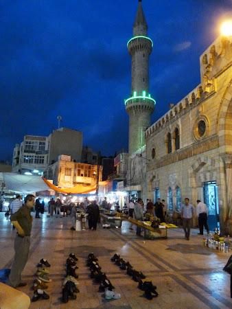Shopping Amman: Pantofi de vanzare in fata moscheeii Hussein