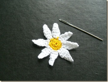 Reverse of tiny needle lace daisy 3-d