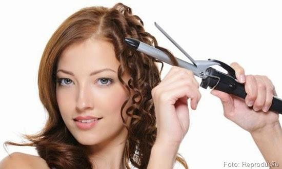 Dicas para disfarçar o cabelo alisado, promovendo volume e escondendo as pontinhas