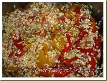 Riso freddo con peperoni dolci, zafferano e peperoncino piccante fresco (4)