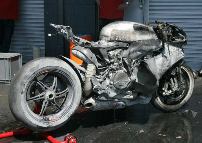 motociclismo-Panigale-bruciata.jpg