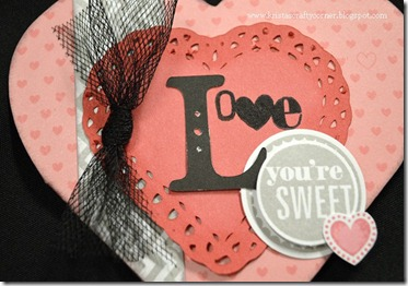 whoos your valentine_heart card_close up