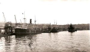 Santander. 1951. El vapor MONTE FACHO y la draga OSA. Foto remitida por Juan Mª Rekalde. Nuestro agradecimiento