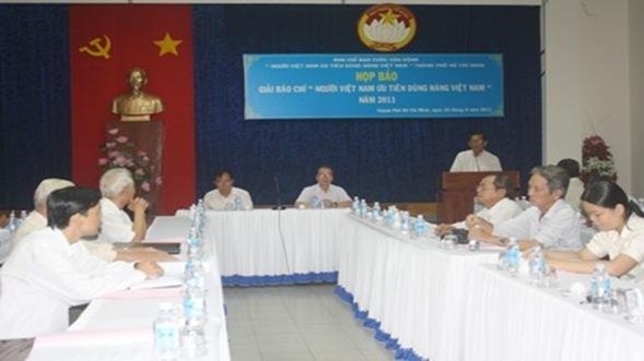 """hopbao2462011 af11e thumb%25255B3%25255D thumb%25255B2%25255D - """"Làm gì để người Việt Nam ưu tiên dùng hàng Việt Nam"""""""