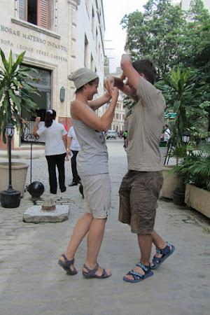 Dans pe strada in Cuba