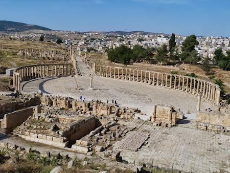 Obiective turistice Jerash:  Piata ovala