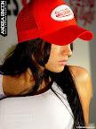 Galeria 56 Camiseta Blanca, Gorra y Tanga Roja Foto 37