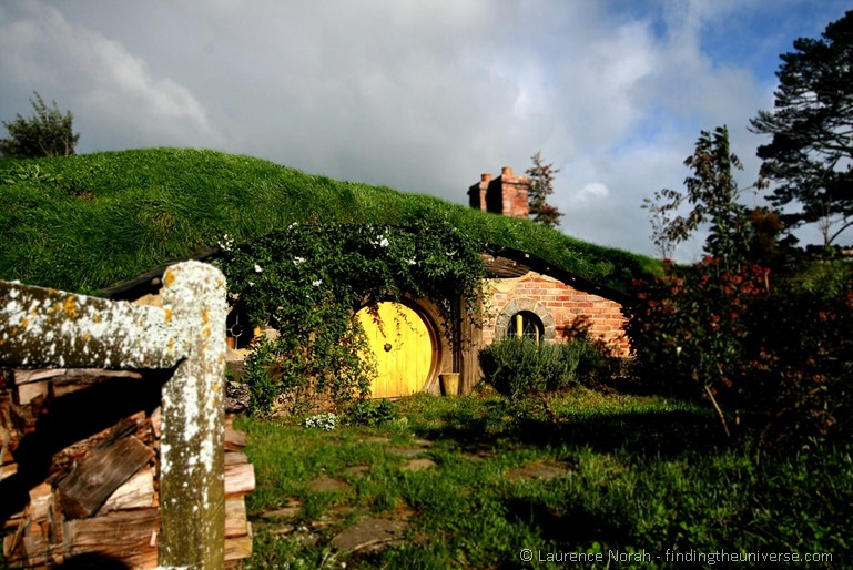 Yellow Hobbit hole in hobbiton New Zealand