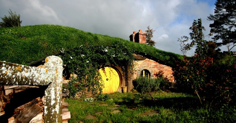 a tour of the hobbiton film set new zealand finding the universe. Black Bedroom Furniture Sets. Home Design Ideas