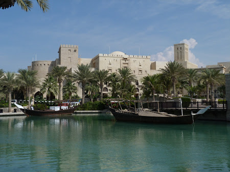 Obiective turistice Dubai: lac in Madinat Jumeirah