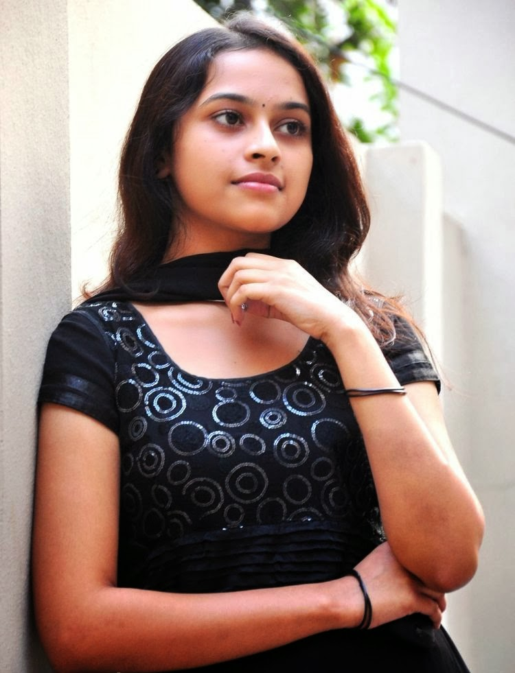 Actress Sri Divya Photos: WEB WORLD: Tamil Actress Sri Divya Hot Sexy Photo