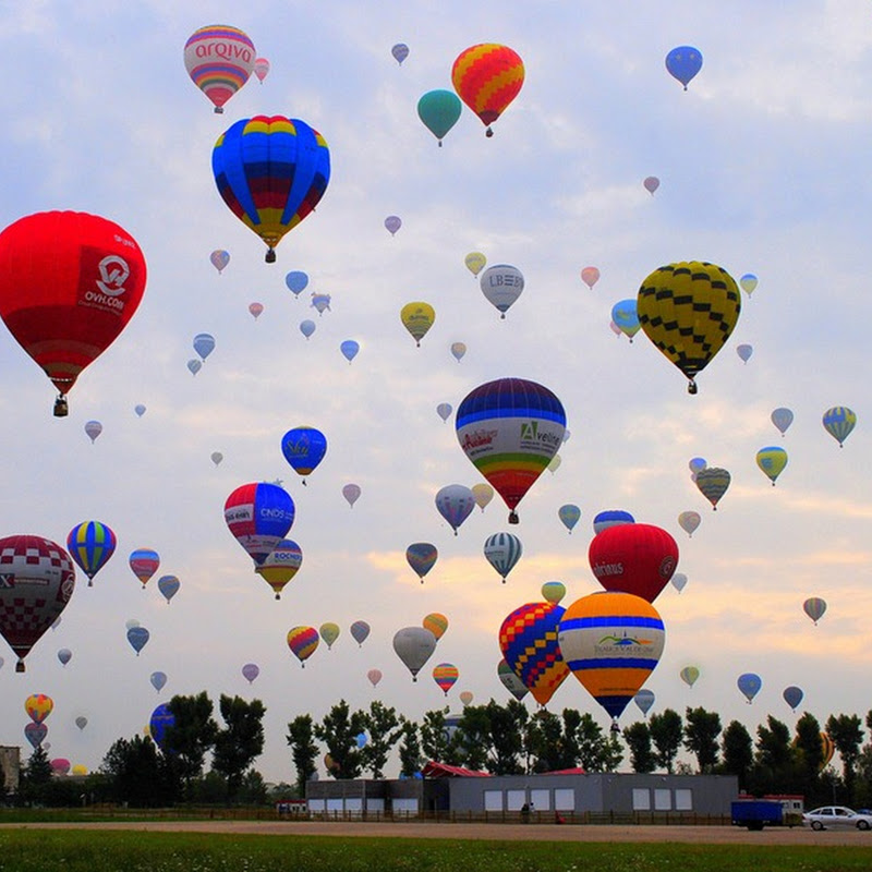 World Record Attempt For Most Hot Air Balloons in Air
