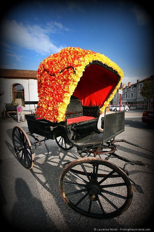 Flower covered carriage piegut felibre France Dordogne 2012