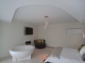 habitacion moderna con baño integrado