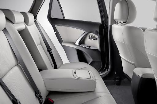 Toyota_Avensis-13.jpg