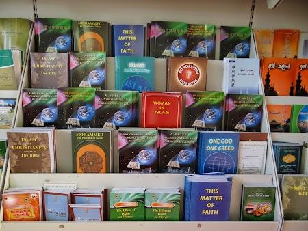 12. Carti despre religia musulmana.JPG