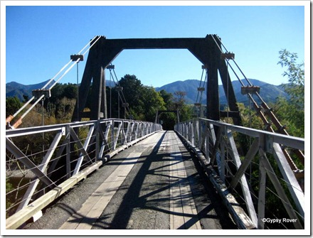Peninsula suspension bridge with a 3500kg weight limit.