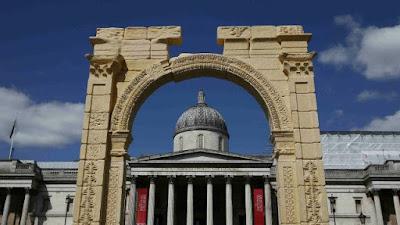 Cổng vòm bị phá được tái dựng ở London