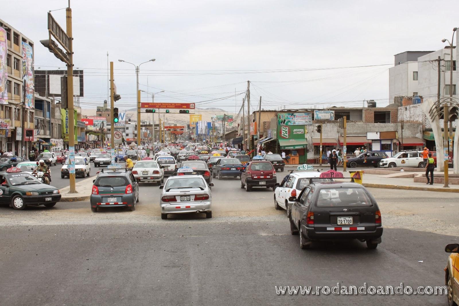 Caos vehicular en Chimbote