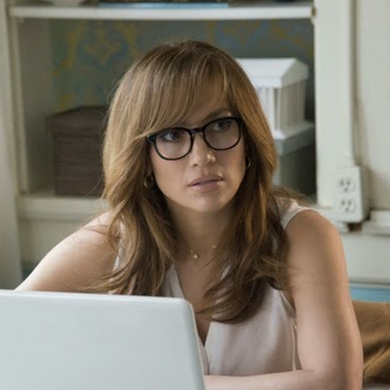 """The Boy Next Door"" Seduces Jennifer Lopez (Opens Jan 28)"