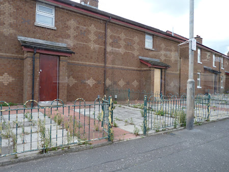 Obiective turistice Irlanda de Nord: case din Belfast de Vest