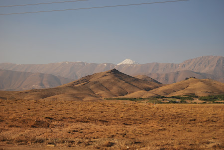 Munti Iran: Varful Damavand in zare