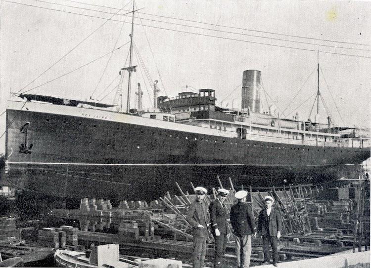 El REY JAIME I en el dique flotante y deponente de Barcelona. Foto de la enciclopedia Historia de Mallorca. Vol. III.jpg