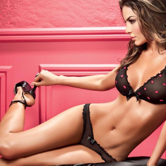 Natalia Velez Sexy Lenceria Besame Foto 5