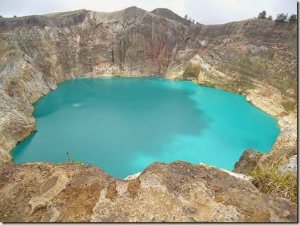 kelimutu Indonesia volcanic Lakes three colours 3