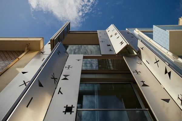 paneles de acero inoxidable en fachadas de vivienda