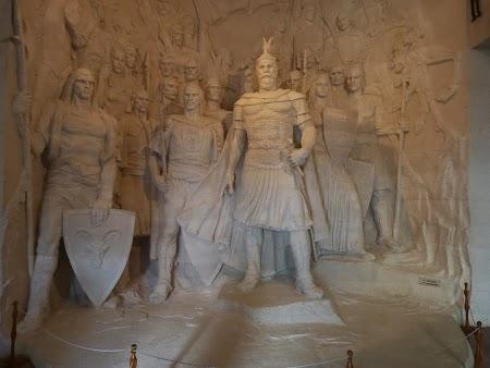 Obiective turistice Albania: Statui eroi albanezi