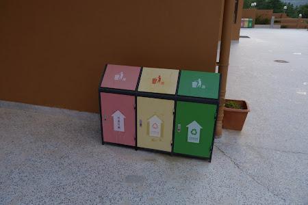 257. reciclati in Bhutan.JPG