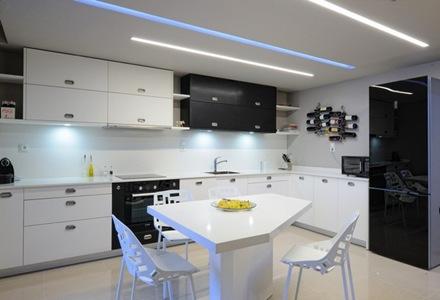 cocina-minimalista-color-blanco-negro-cocina-de-diseño