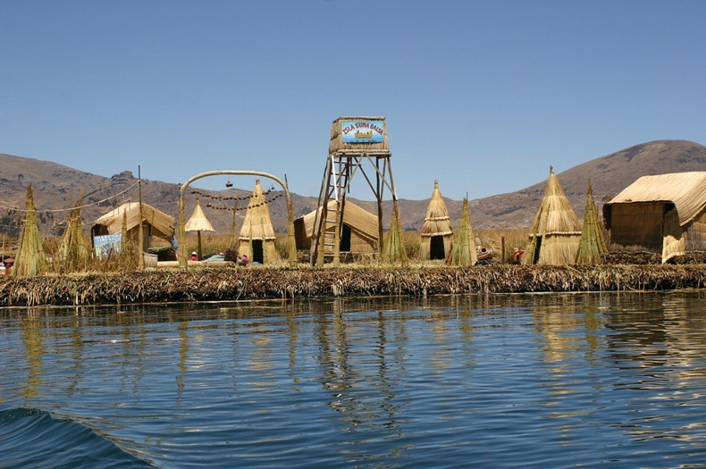 uros-floating-island-9