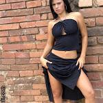 Andrea Rincon – Selena Spice Vestido Negro Foto 9