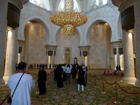 8. interior moschee.JPG
