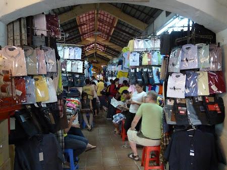 156. bazar haine Vietnam.JPG