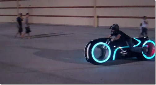 awesome-electric-tron-lightcycle-by-parker-brothers-5