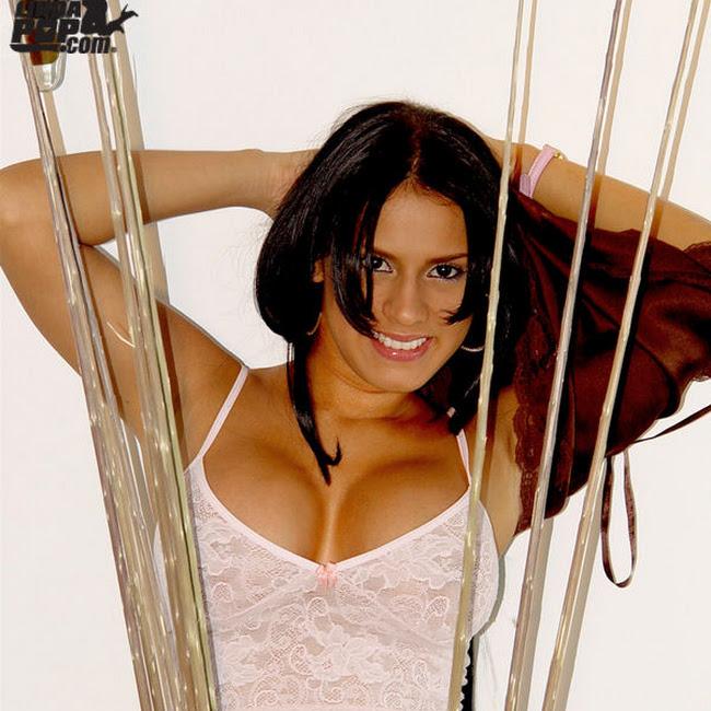 Andrea Rincon Striptease Prendas Foto 86