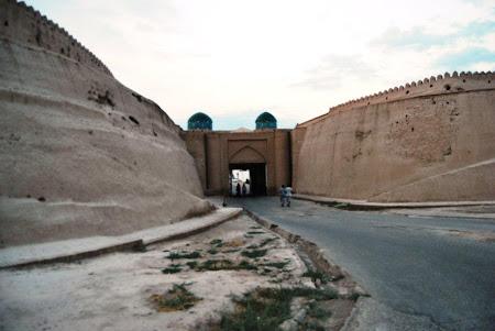 Imagini Uzbekistan: Intrarea in Khiva