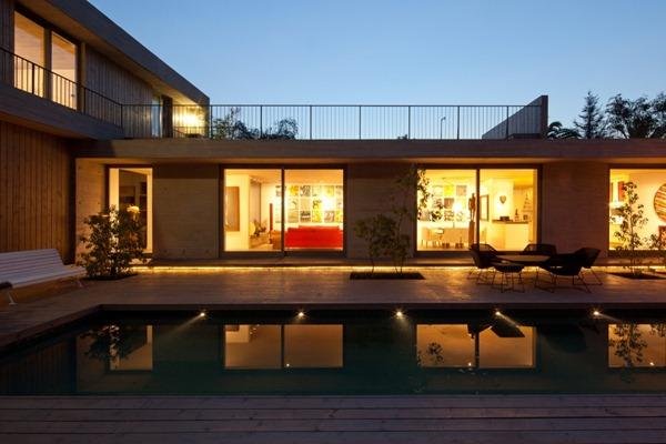 Diseño-de-piscina-con-terraza-de-madera