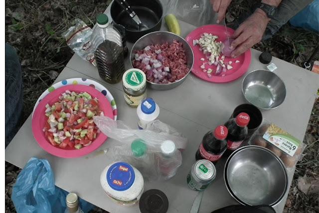רוני - שולחן האוכל בפעולה.jpg
