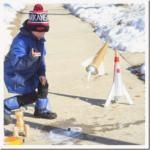 Soda Rocket Science Experiment for Kids - This would be such a fun kids activities for spring or summer. Add to Summer Bucket List!